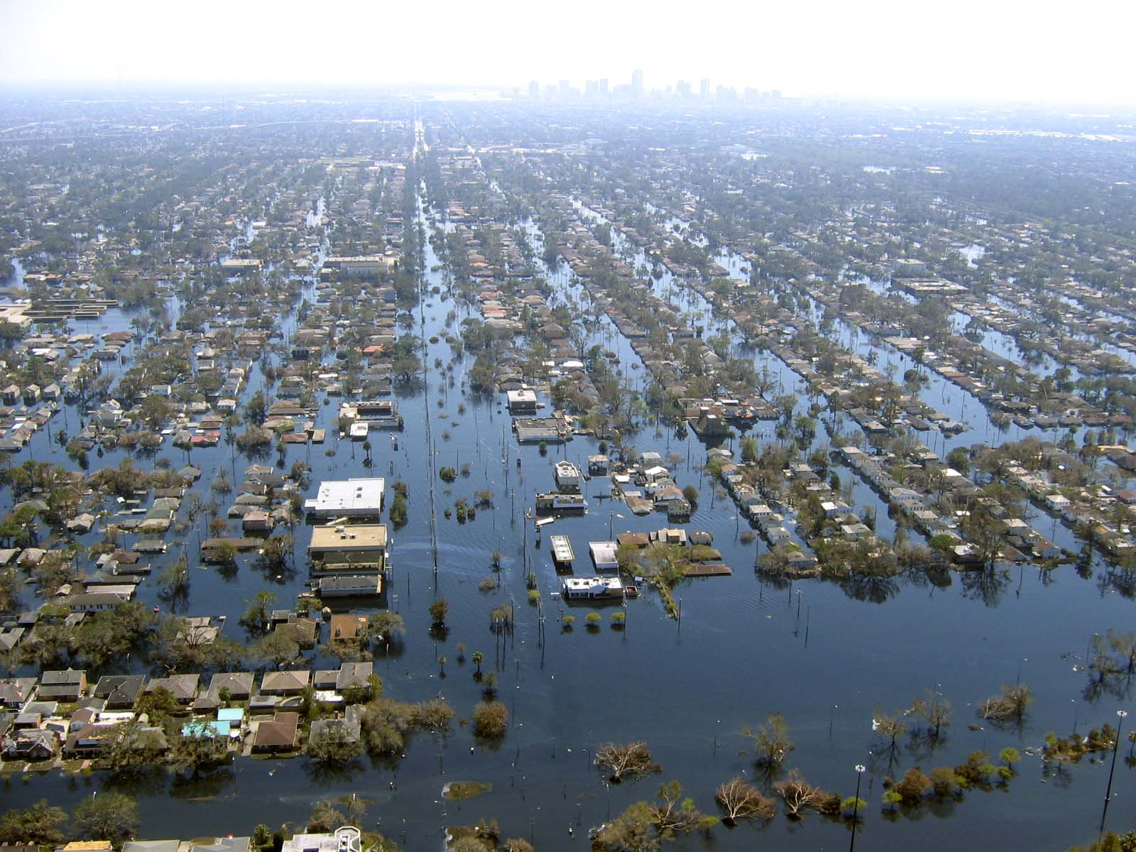 New Orleans underwater after Katrina (http://densitykatrina.wordpress ...