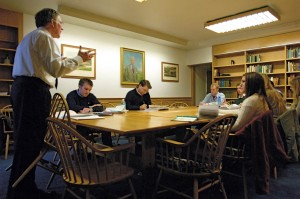 "Jones conducts a fall semester seminar, ""The Emergence of the Modern Mind,"" in 2008."