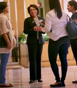 JoAnne Epps '73 talks with students.