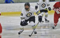 Men's Hockey Wins Thriller to Advance to Frozen Four