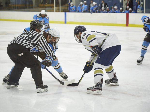 Men's Hockey Defeats Hamilton, Ties Amherst on Road