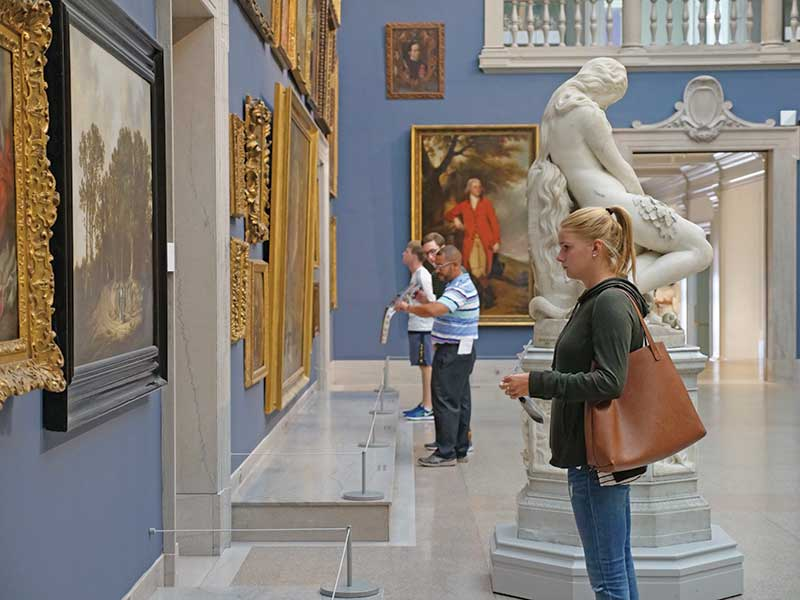 Students at the Wadsworth Atheneum