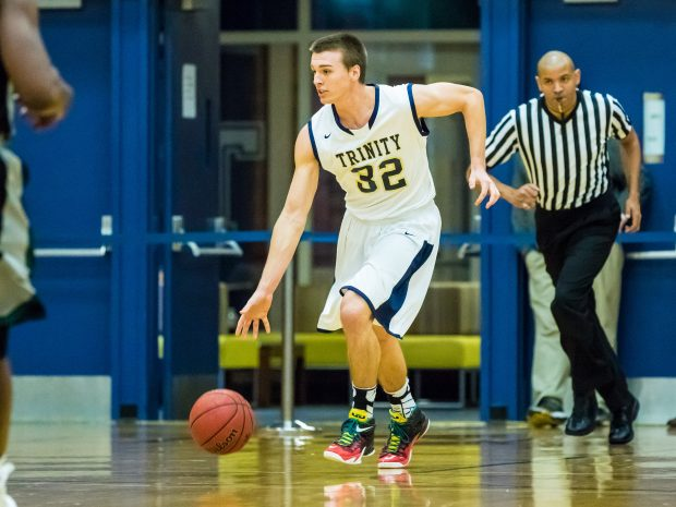 Men's basketball edges out Middlebury and Hamilton