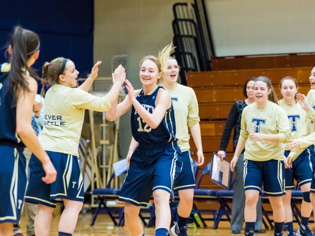 Women's basketball finishes strong against Middlebury