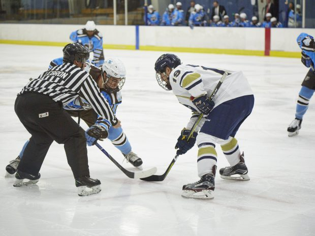 Men's Hockey Defeats Hamilton, Ties Amherst on Road