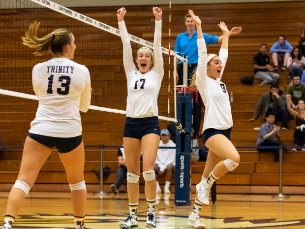 Volleyball Takes Two of Three Matches Last Weekend